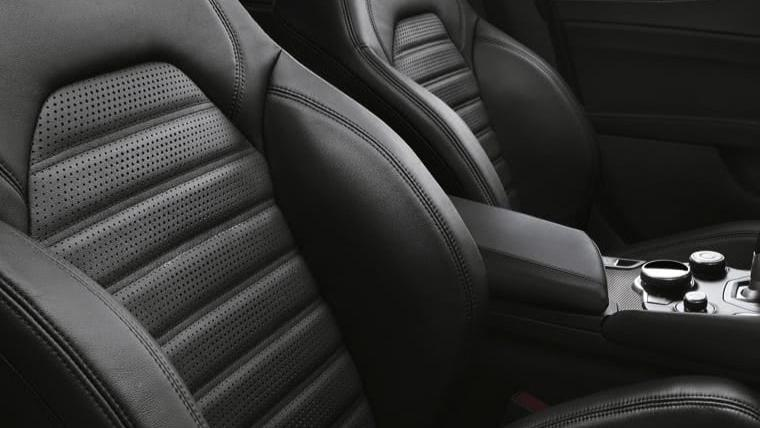 Alfa Romeo Giulia (2019) Interior 040