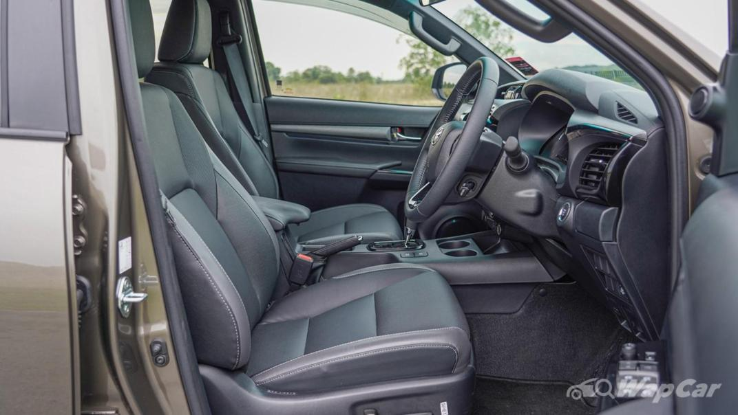 2020 Toyota Hilux Double Cab 2.8 Rogue AT 4X4 Interior 024