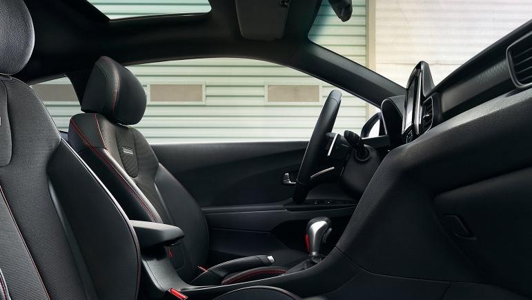 Hyundai Veloster (2017) Interior 008