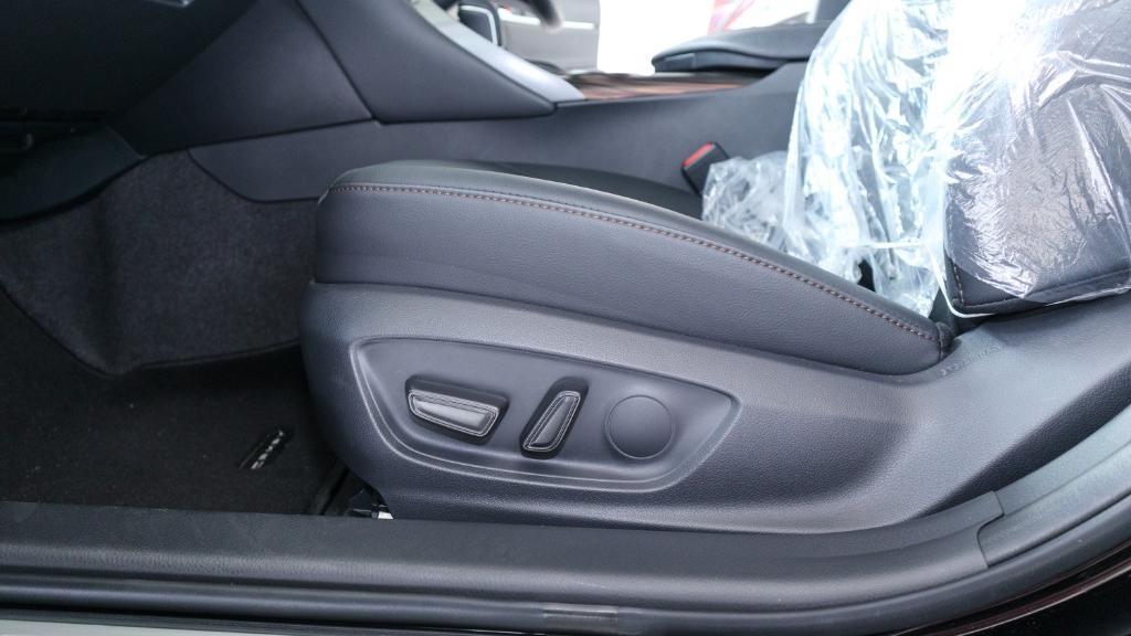 2019 Toyota Camry 2.5V Interior 034