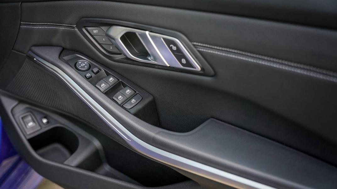 2020 BMW 3 Series 330e Interior 012