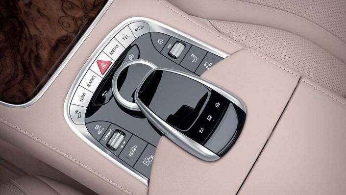 2019 Mercedes-Benz S 560 e Exclusive Interior 006