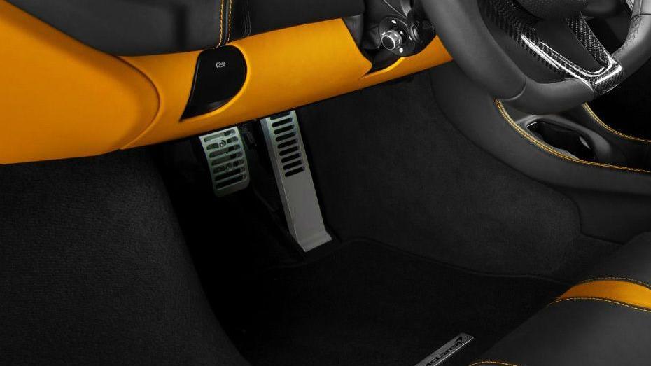 McLaren 570S (2019) Interior 006