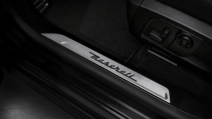 Maserati Levante (2019) Interior 006