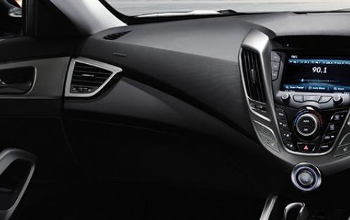 Hyundai Veloster (2017) Interior 005