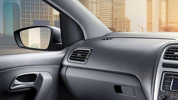 Volkswagen Polo (2018) Interior 010