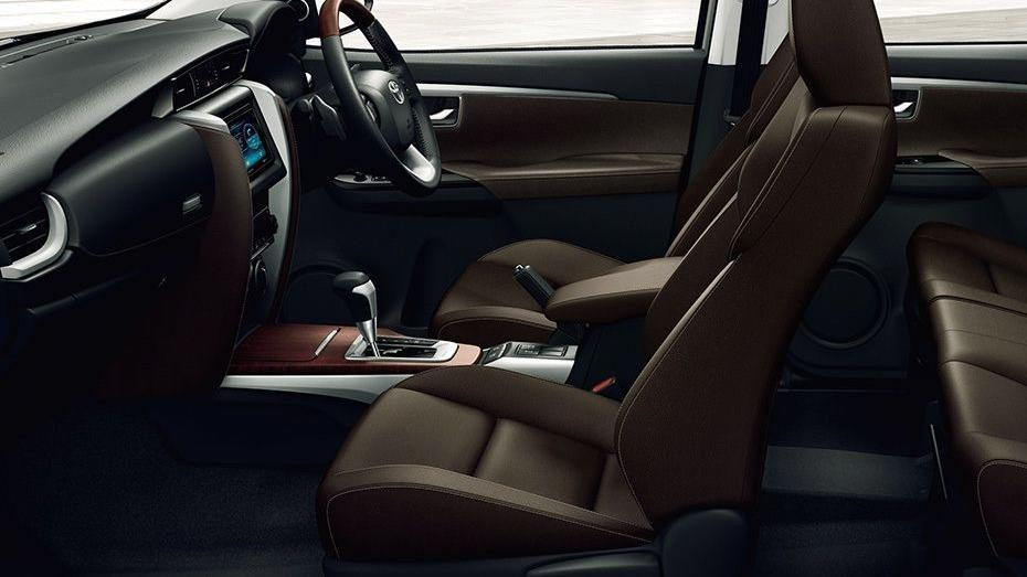 Toyota Fortuner (2018) Interior 008