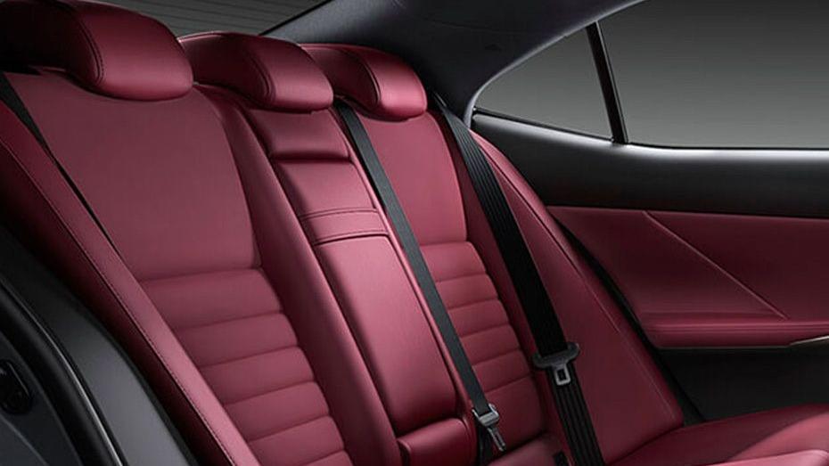 Lexus IS (2018) Interior 012