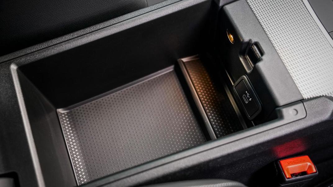 2020 BMW 3 Series 330e Interior 009