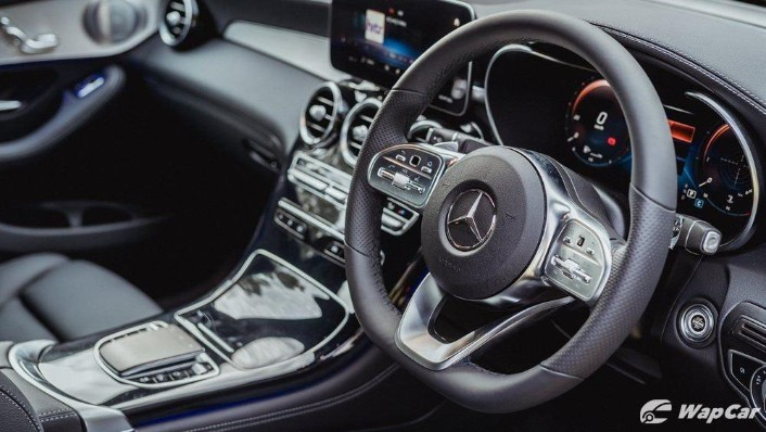 2020 Mercedes-Benz GLC 300 4MATIC Coupé Interior 003