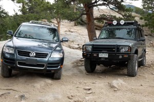 """""""Master Duel"""": Volkswagen Touareg VS. Land Rover Discovery"""