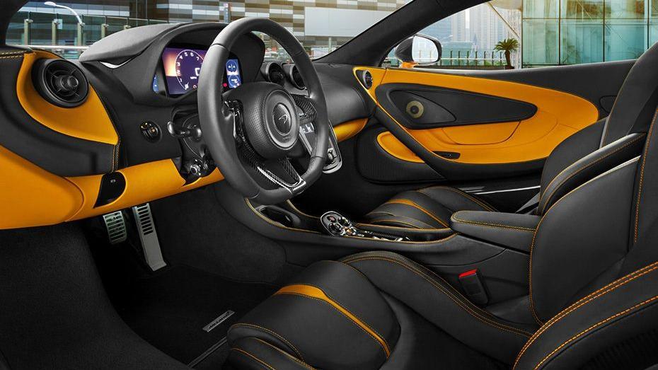 McLaren 570S (2019) Interior 001