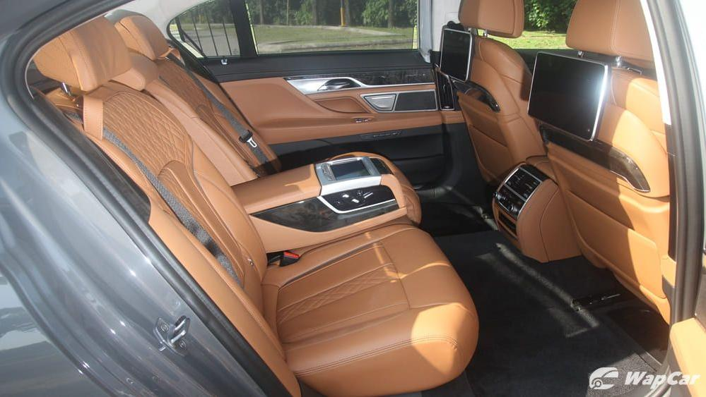 2019 BMW 7 Series 740Le xDrive Interior 032