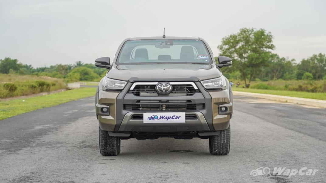 2020 Toyota Hilux Double Cab 2.8 Rogue AT 4X4 Exterior 002