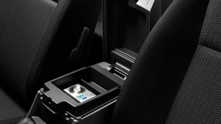 Mazda BT-50 (2018) Interior 006