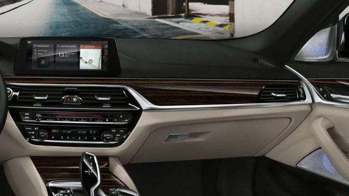 BMW 5 Series (2019) Interior 006