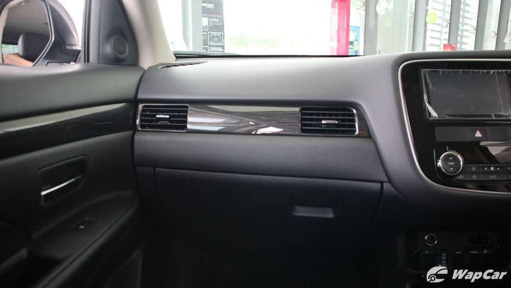 2018 Mitsubishi Outlander 2.0 CVT (CKD) Interior 004
