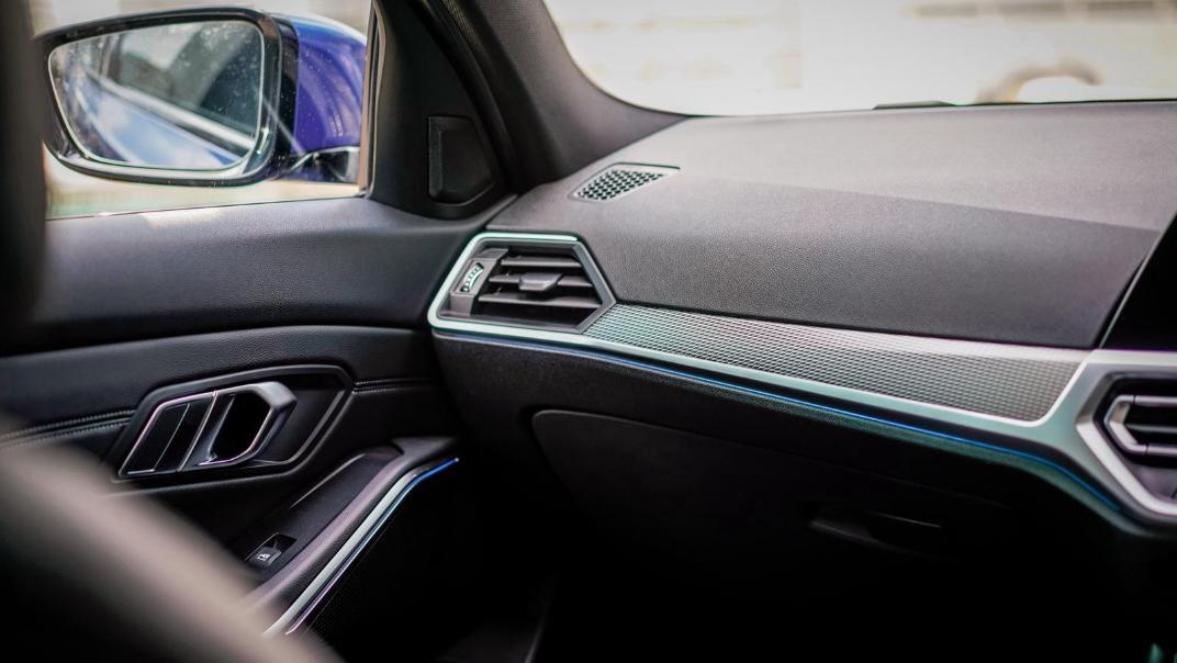 2020 BMW 3 Series 330e Interior 011