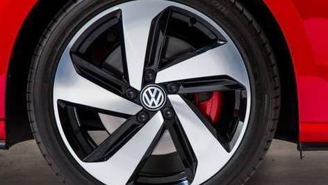 Volkswagen Golf GTI (2019) Exterior 007