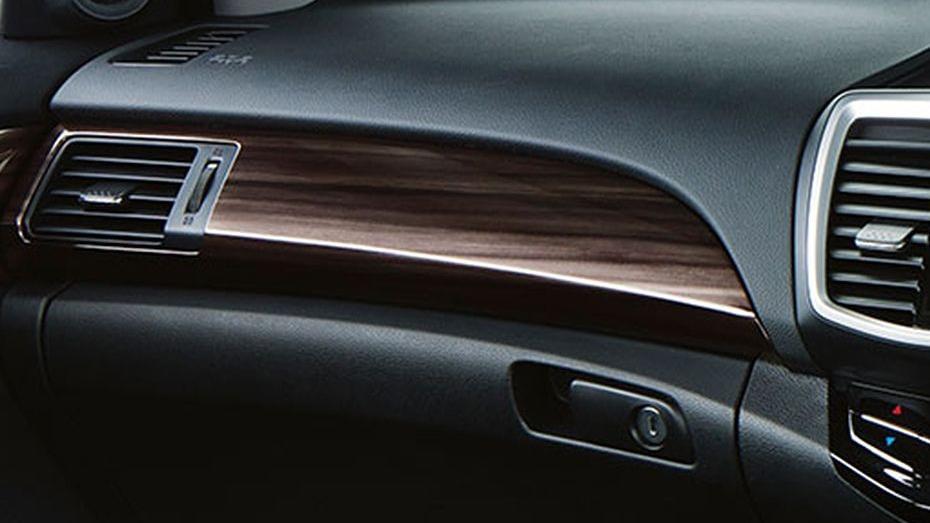 Honda Accord (2018) Interior 013