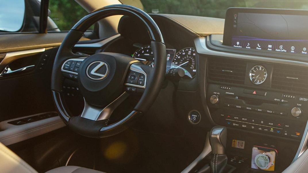 Lexus RX (2019) Interior 009