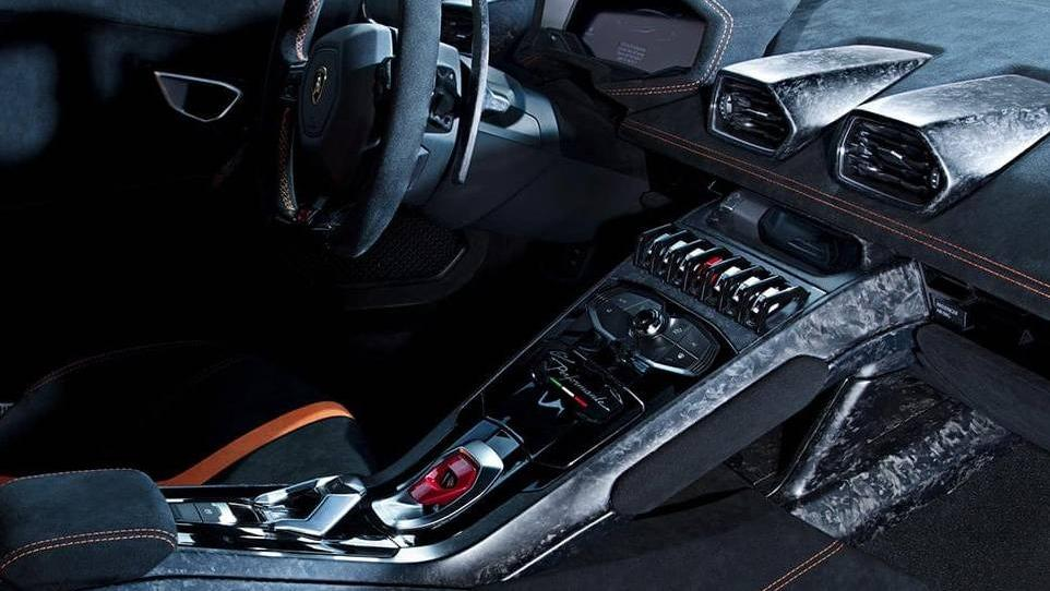 Lamborghini Huracán (2017) Interior 007