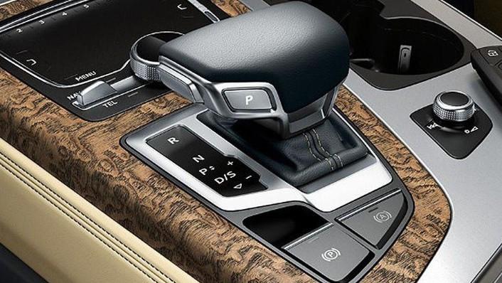 Audi Q7 (2019) Interior 004