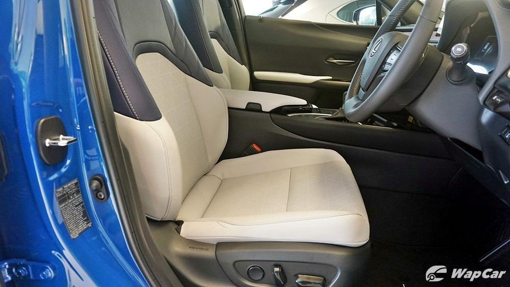 2020 Lexus UX 200 Luxury Interior 055