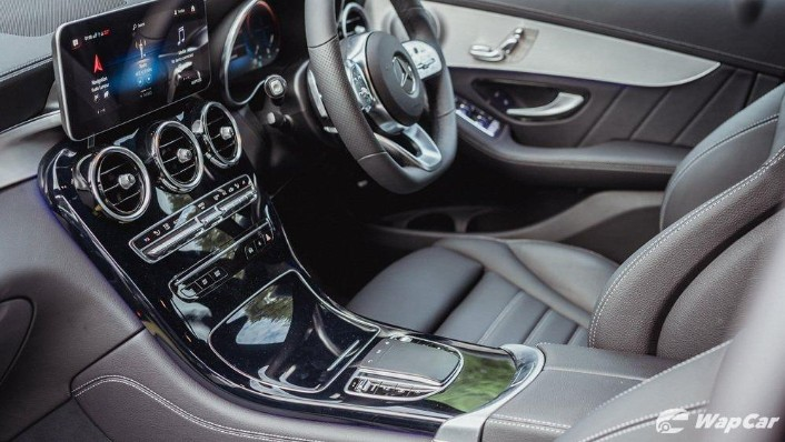 2020 Mercedes-Benz GLC 300 4MATIC Coupé Interior 005