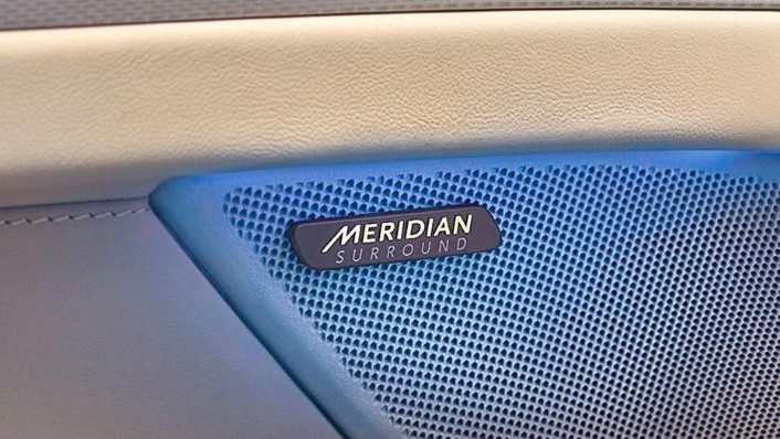 Jaguar XF (2017) Interior 006