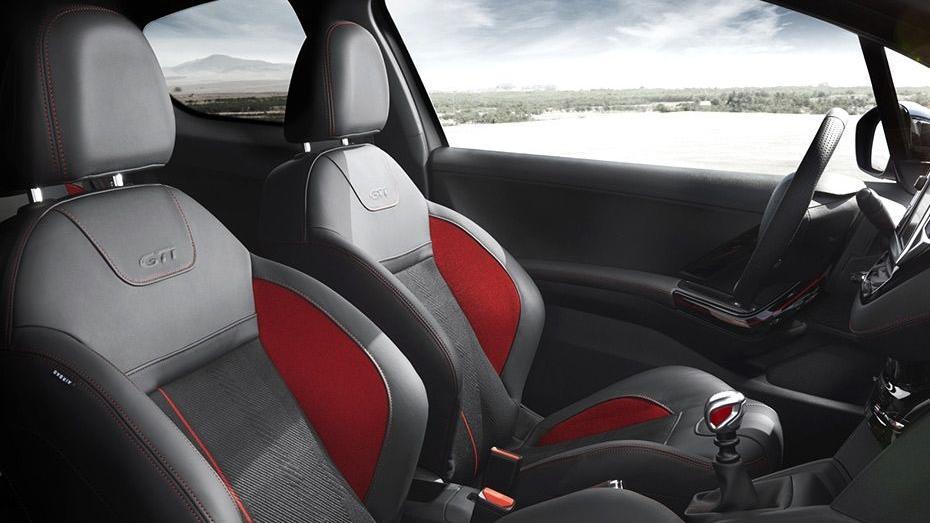 Peugeot 208 GTi (2018) Interior 006