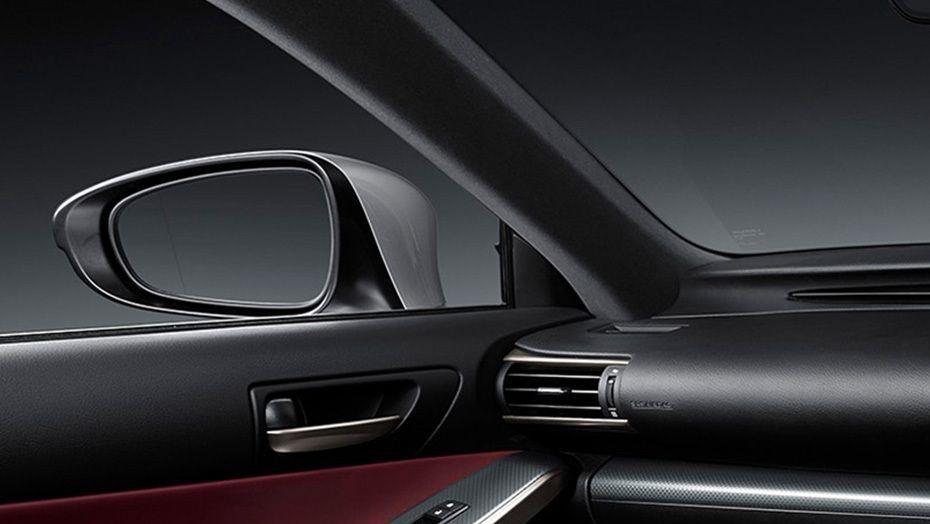 Lexus IS (2018) Interior 010