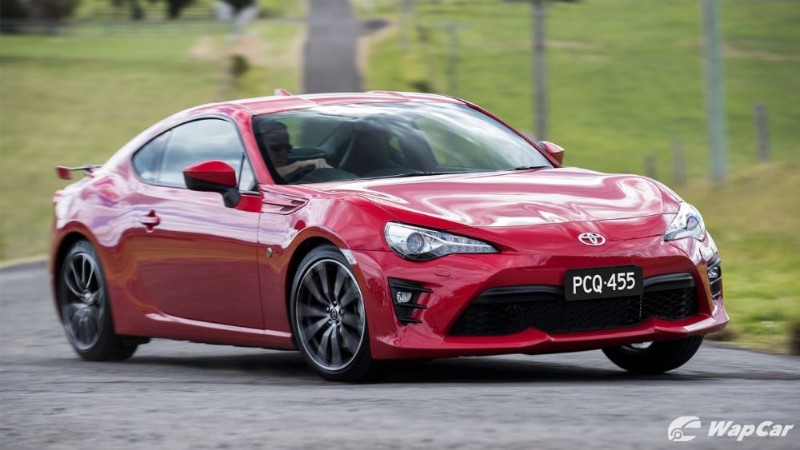 Why is the Toyota 86 so much more expensive than the VW Golf GTI? 02