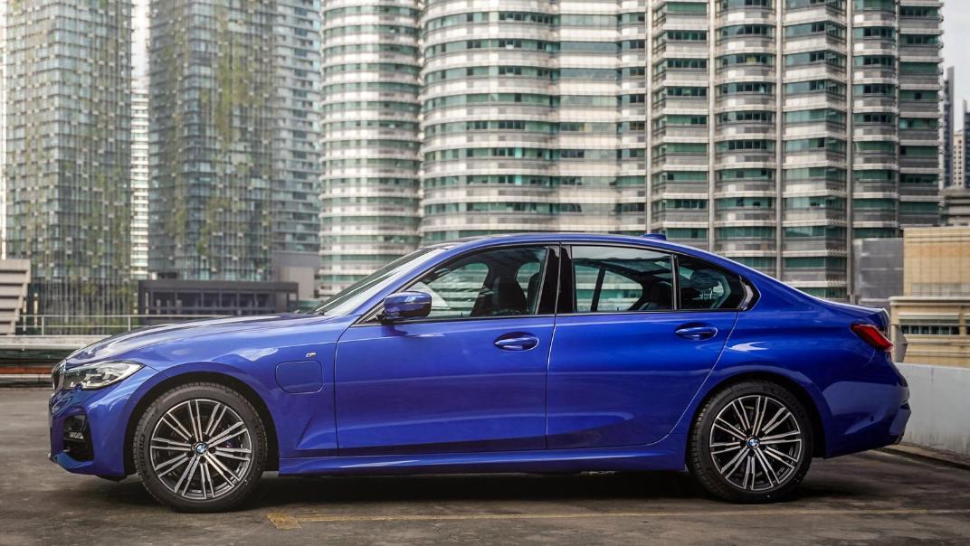 2020 BMW 3 Series 330e Exterior 001