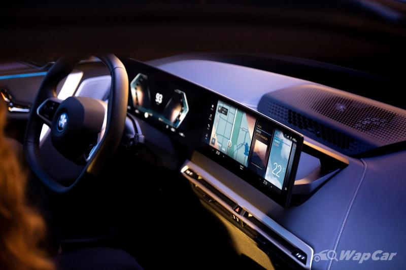 BMW one-ups Mercedes with new iDrive 8 curved display 02
