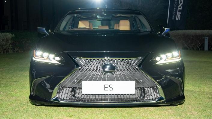 2019 Lexus ES 250 Luxury Exterior 007