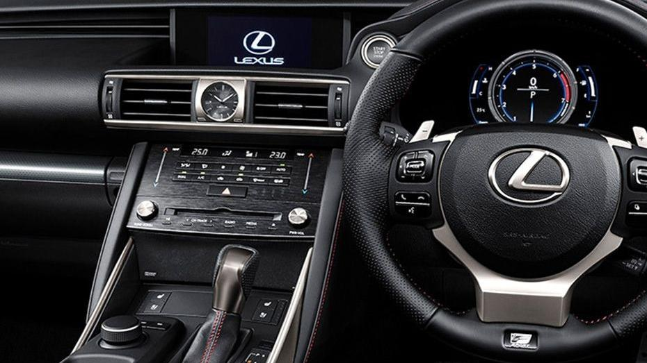 Lexus IS (2018) Interior 003