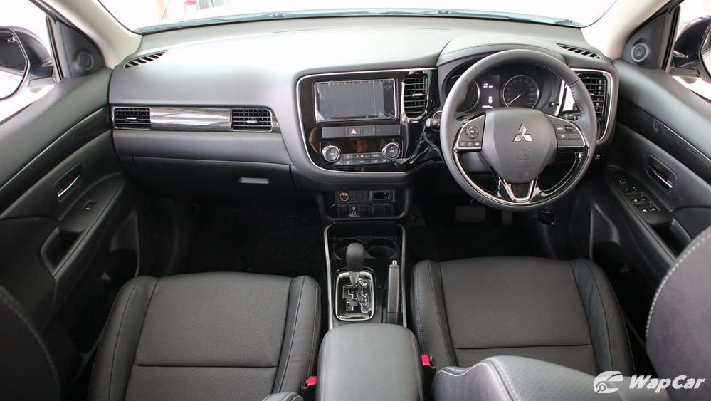 2018 Mitsubishi Outlander 2.0 CVT (CKD) Interior 001