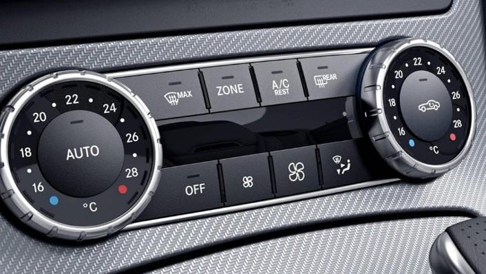Mercedes-Benz SLC (2018) Interior 005
