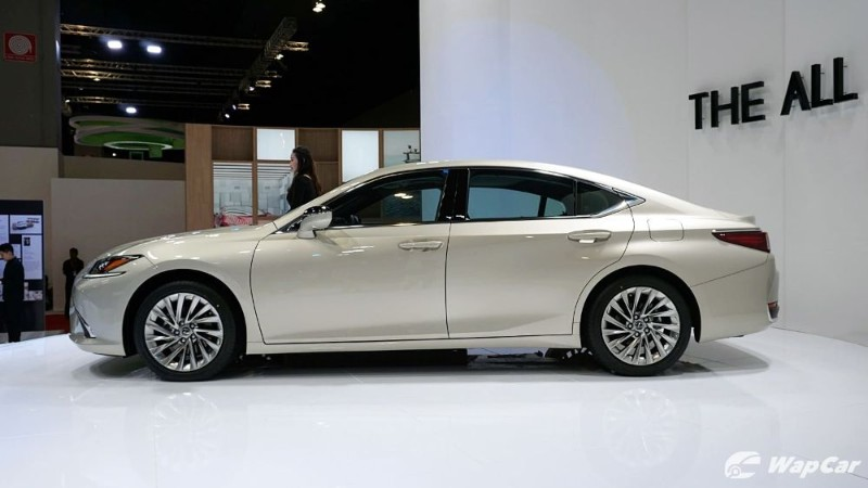 Lexus ES outsells BMW 5 Series and Mercedes-Benz E-Class in USA 02