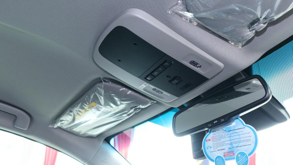 2019 Toyota Camry 2.5V Interior 035