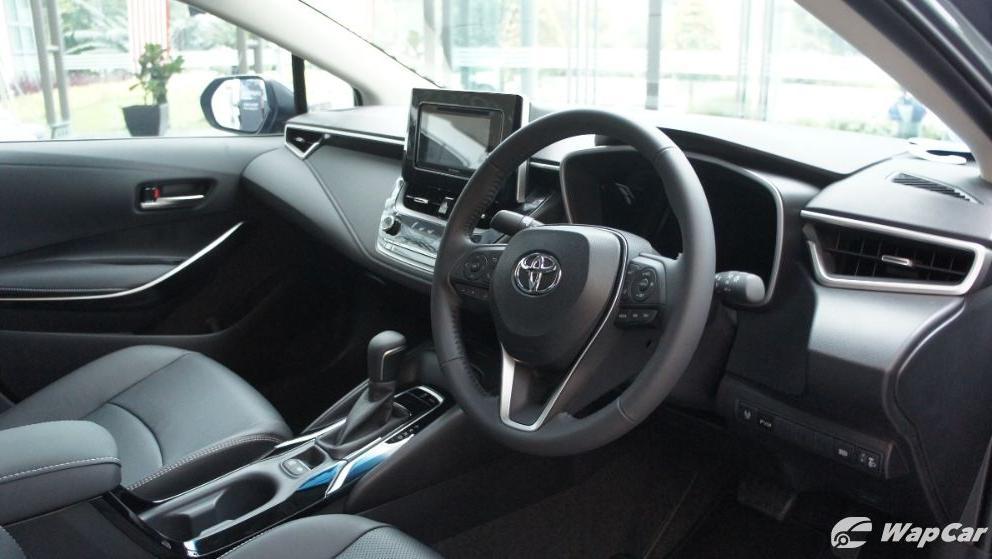 2019 Toyota Corolla Altis 1.8E Interior 004