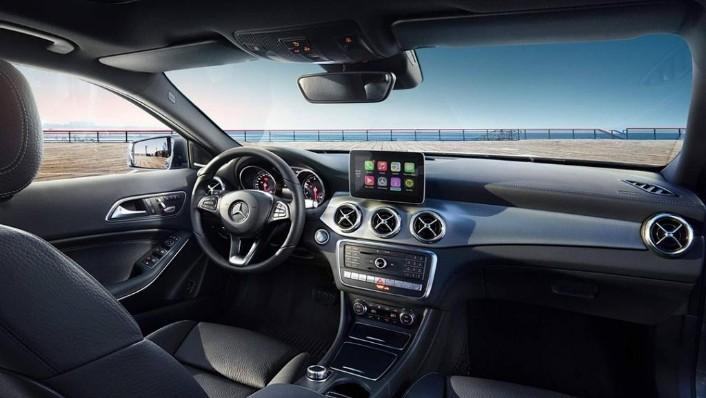 Mercedes-Benz GLA (2018) Interior 001