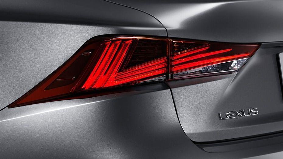 Lexus IS (2018) Exterior 013
