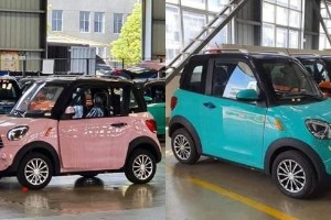 This little thing looks like a mini MINI and Malaysians just can't get over how cute it is!