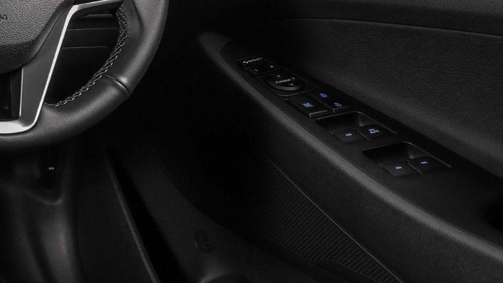 Hyundai Tucson (2018) Interior 005