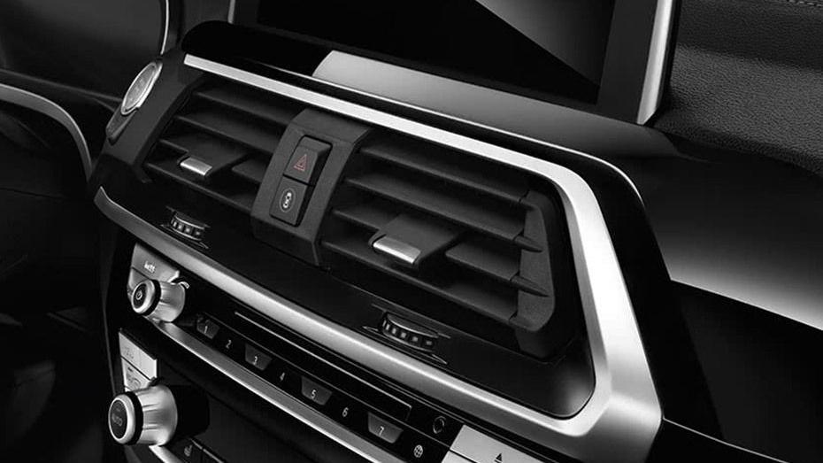 BMW X3 (2019) Interior 006