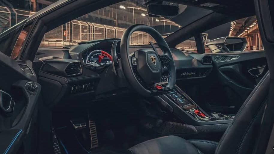 Lamborghini Huracán (2019) Interior 009