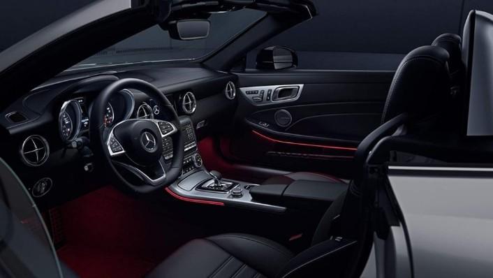 Mercedes-Benz SLC (2018) Interior 002