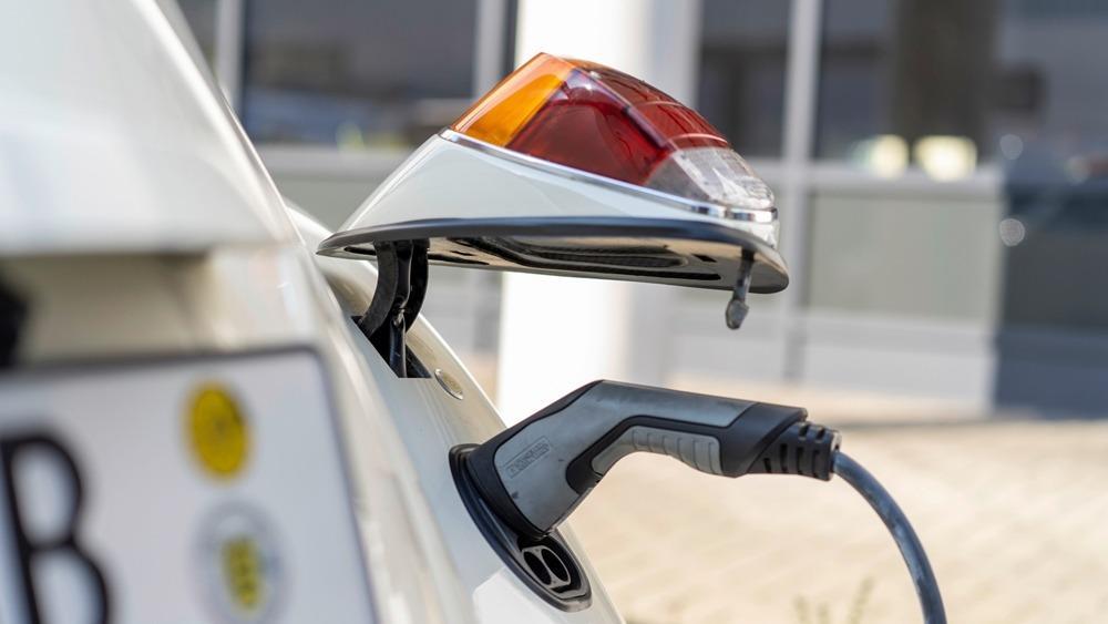 Frankfurt 2019: VW electrifies a classic Beetle, plans to offer conversion kits 01